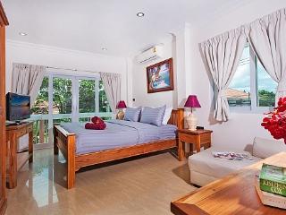 Charming 4 bedroom Villa in Bang Lamung with Garden - Bang Lamung vacation rentals