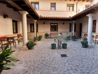 Charming 8 bedroom Townhouse in Urda - Urda vacation rentals