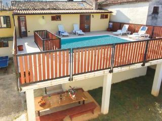 4 beedroom house for 10 people - Zminj vacation rentals