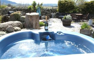 Beudy Bach cottage with Hot Tub & Solarium - Bangor vacation rentals