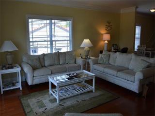 Gorgeous 4 bedroom House in Garden City - Garden City vacation rentals