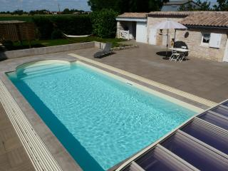 Romantic 1 bedroom Gite in Balanzac with Internet Access - Balanzac vacation rentals