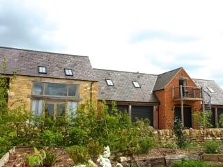 Spacious 5* Cotswold Apartment With Country Views - Bretforton vacation rentals