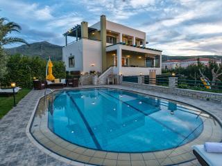 The Hidden Pearl Villa, 250sqm 4bedrooms, ensuite - Rethymnon vacation rentals