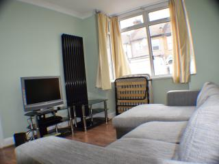 3 bed house, 2 bathrooms, 15 min. city center - London vacation rentals