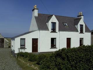 Comfortable 2 bedroom Cottage in Isle of Lewis with Water Views - Isle of Lewis vacation rentals