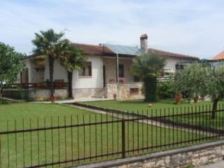 LOVRIЖ MARIJA(1044-2314) - Umag vacation rentals