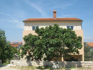 Leni(1743-4545) - Banjole vacation rentals