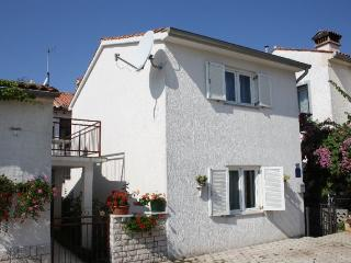 Radonic(2039-5252) - Porec-Kufci vacation rentals