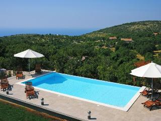 Gorgeous 3 bedroom House in Ravni - Ravni vacation rentals