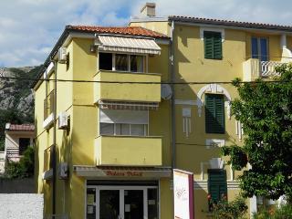 SMOKVINA (kod pekare)(2340-5883) - Draga Bascanska vacation rentals