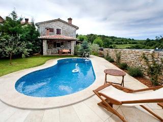 ALBINO - Goran(459-3956) - Bol vacation rentals