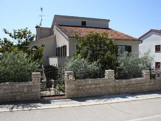 LAKOVIC(672-1209) - Porec vacation rentals