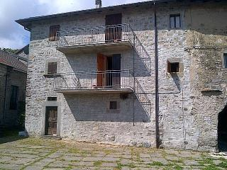 4 bedroom House with Washing Machine in Monchio delle Corti - Monchio delle Corti vacation rentals
