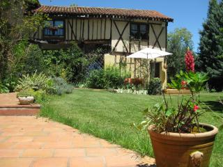 Nice 4 bedroom Bed and Breakfast in Fontrailles - Fontrailles vacation rentals