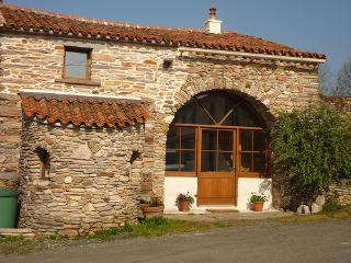 Luxury Gite in beautiful countryside - La Châtaigneraie vacation rentals