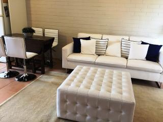 Comfortable Condo with A/C and Television - Maylands vacation rentals
