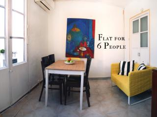 Near Ramblas (100 meters), small and basic apartment with three rooms - 6 people - Barcelona vacation rentals