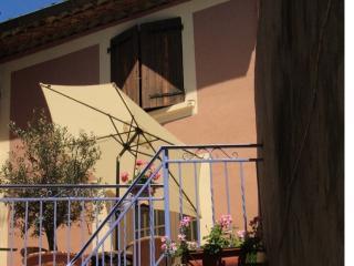Petite Maison Rose - Herepian vacation rentals