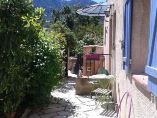 Nice Condo with Internet Access and Central Heating - Le Revest-les-Eaux vacation rentals