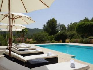 Villa with Pool near San Lorenzo - San Lorenzo vacation rentals