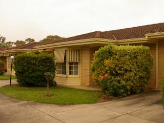 2 bedroom Condo with A/C in Adelaide - Adelaide vacation rentals