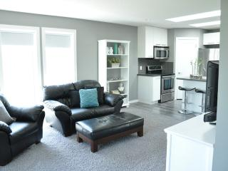BRIGHT, QUIET & MODERN ACREAGE SUITE - De Winton vacation rentals