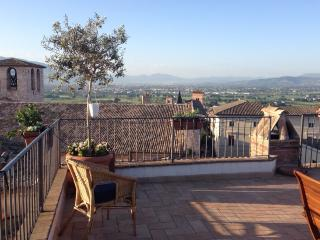APARTMENT WITH ROOFTOP TERRACE in Spello, sleeps 2 - Spello vacation rentals