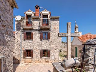 4 bedroom Cottage with Internet Access in Stari Grad - Stari Grad vacation rentals