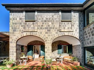 Bright Villa with Internet Access and Dishwasher - Schiazzano vacation rentals