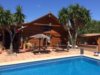 Spacious Cabin with Deck and Internet Access - Alhaurin el Grande vacation rentals