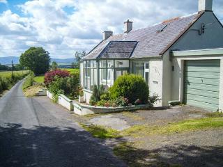 WEST WINDS, pet-friendly, country holiday cottage, with a garden in Torthorwald, Ref 4394 - Dumfries vacation rentals