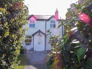 LLYS EIFION, semi-detached, three bedrooms, gardens, opposite owner's hotel, in Talybont, Ref 923185 - Dolgarrog vacation rentals