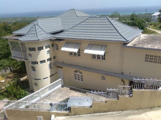 Beautiful Villa with Internet Access and Satellite Or Cable TV - Runaway Bay vacation rentals