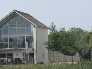 Contemporary Cotswold lakeside home - Cirencester vacation rentals