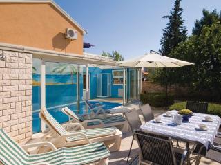 FANCY HOUSE FOR 6 PAX POOL GARDEN ISLAND OF MURTER - Jezera vacation rentals