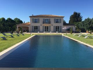Luxurious contemporary country house infinte pool - Aix-en-Provence vacation rentals