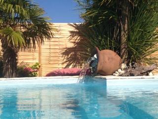 Chambre privée accès direct piscine - Charron vacation rentals