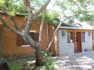 2 pers. bungalow KORN à Villa V - cuisine WiFi tv - Antananarivo vacation rentals