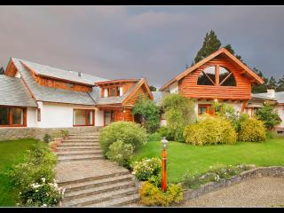 Nice 5 bedroom Bed and Breakfast in San Carlos de Bariloche - San Carlos de Bariloche vacation rentals