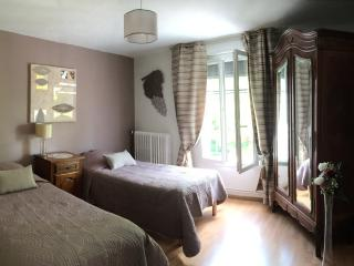 Charming 2 bedroom Épernay Apartment with Internet Access - Épernay vacation rentals