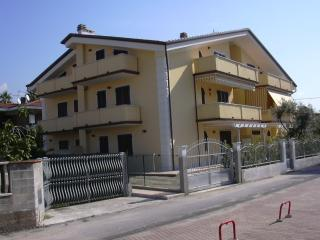 Appartamento Via Puliche  Marina di Massa - Marina Di Massa vacation rentals