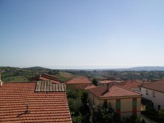 Palazzina con appartamenti vista mare e montagna - Mosciano Sant'Angelo (Te) vacation rentals