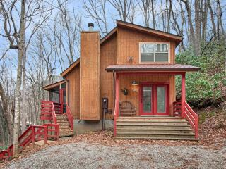 Fernbrook Treehouse - Cozy, Clean, Hot Tub, WiFi - Maggie Valley vacation rentals