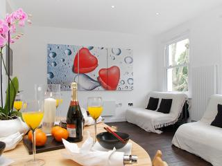 Flat 4, IFFLEY ROAD - London vacation rentals