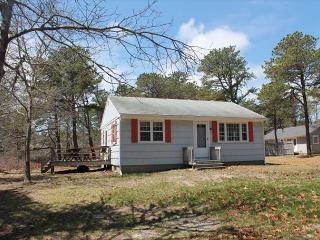 Bright 2 bedroom House in North Eastham with Deck - North Eastham vacation rentals