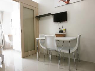 Very affordable stay, Mall of Asia - Manila vacation rentals