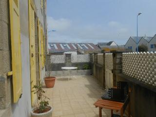 Nice Townhouse with Television and DVD Player - Saint-Guenole vacation rentals
