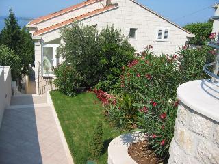 Villa Melita 3 bedroom apartment - Plat vacation rentals
