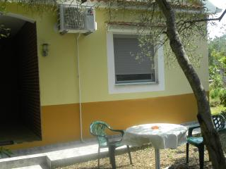 Bungalow Apartmenthouse with a yard - Bibinje vacation rentals